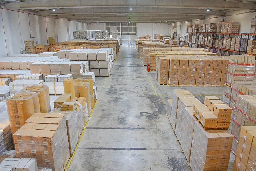 Interior almacén de materiales para frutas Agustín España SL